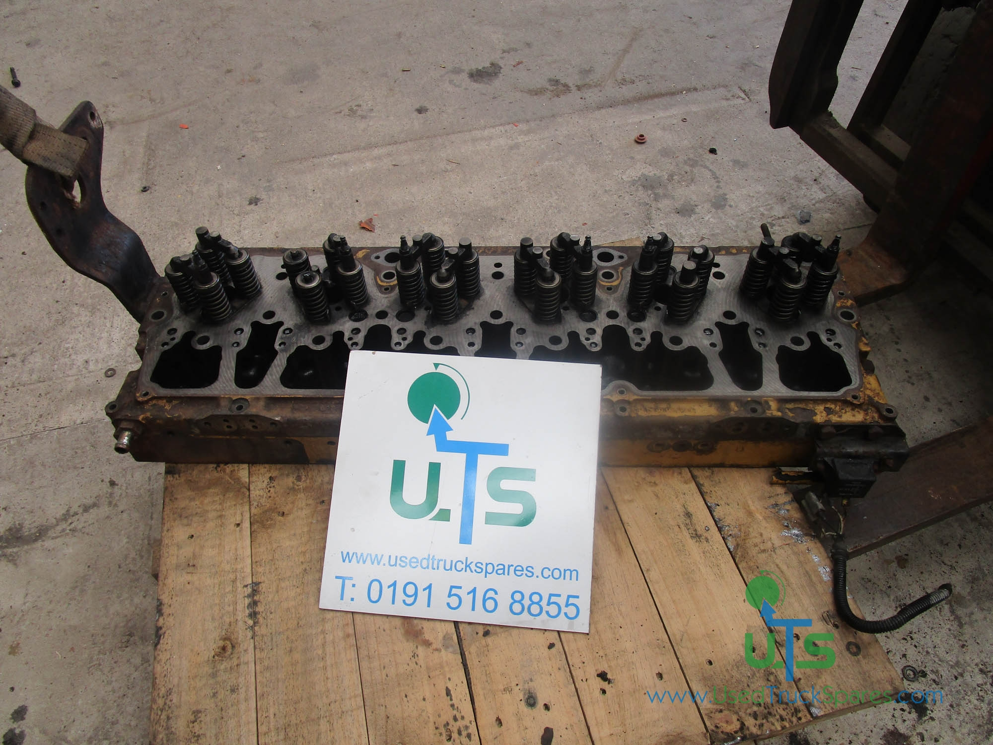 CAT C10 / C12 CYLINDER HEAD COMPLETE WITH VALVES